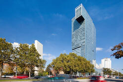 EY confirmed location and extendes the contract with the Viennese top address