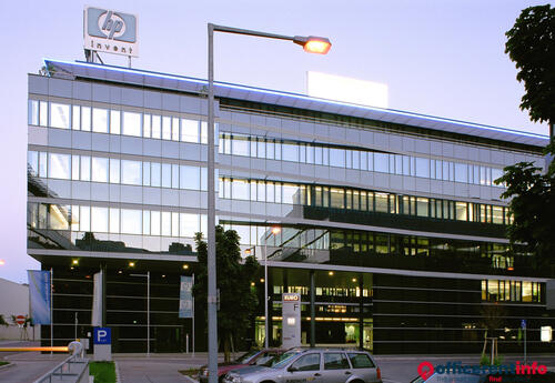 Offices to let in Euro Plaza F